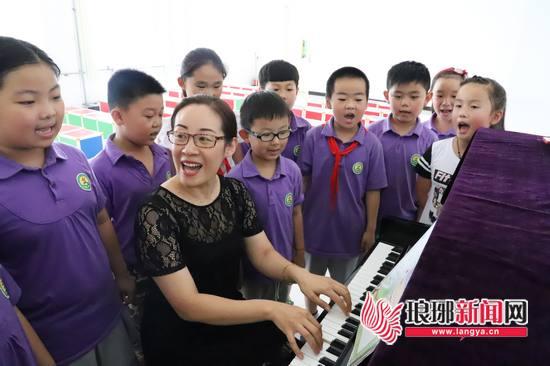 临沂最美教师孙钦雯:音乐世界里播撒知识的种子