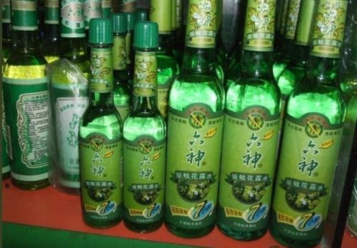 """卖冒牌""""六神""""花露水 临淄一小超市被索赔24800元"""