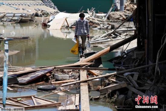 维修进度缓慢 日本西部暴雨灾区仍有20万人缺水