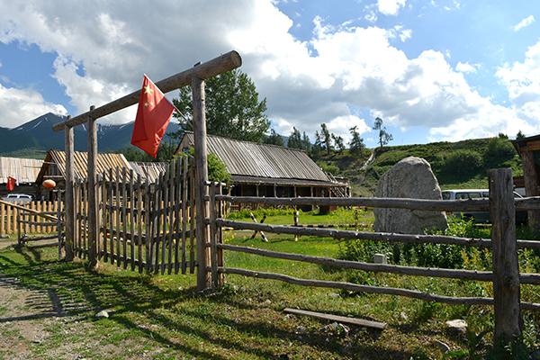 6  白哈巴村的木屋