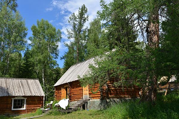 9   白哈巴村里的木屋民宿