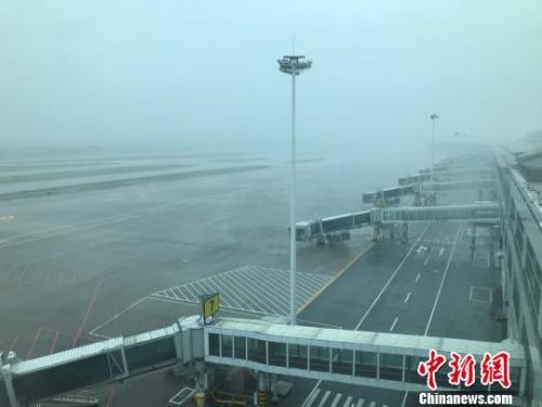 """台风""""玛莉亚""""登陆福建连江 福州机场167个航班取消"""