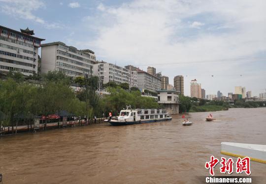 黄河兰州段迎来主汛期 河水上涨漫过局部河岸
