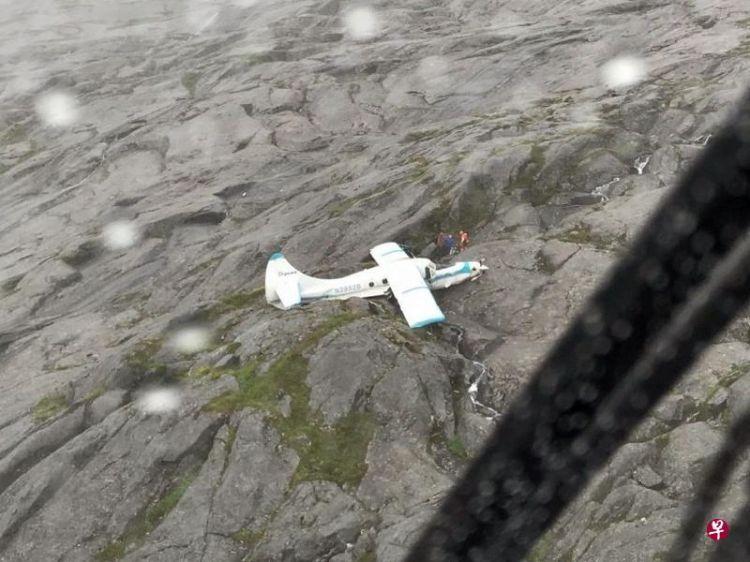美国阿拉斯加山区一飞机坠机 机上11人全数奇迹生还