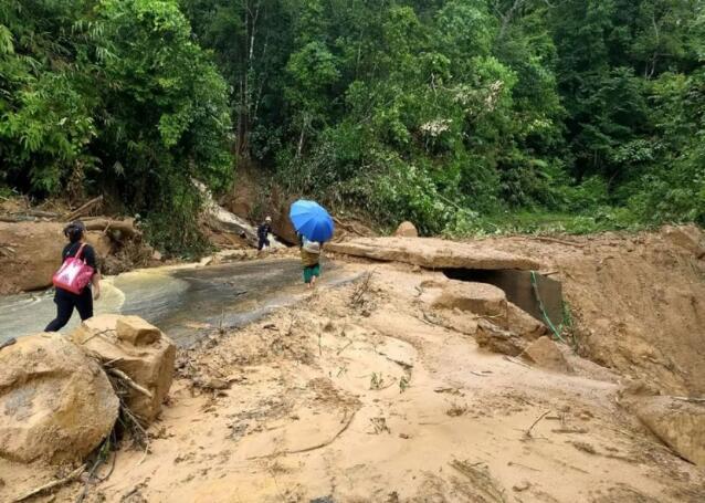 印度雨季引发洪水和泥石流 造成至少15人丧命