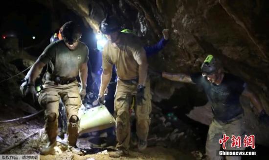 奇迹救援:被困18天的泰国球队如何全员生还?