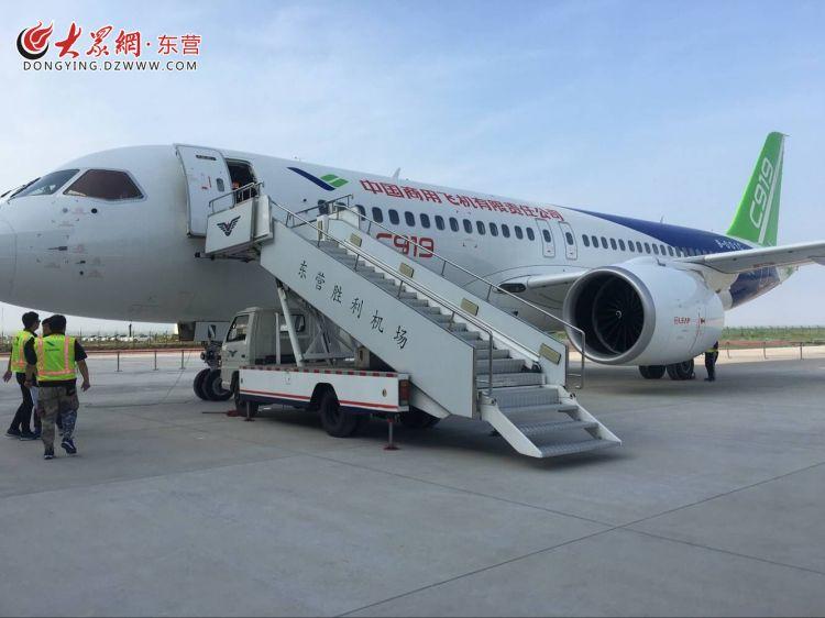 C919大型客机102架机转场东营试飞基地 项目研制开启多地试飞模式