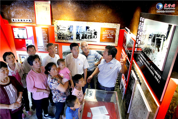 东营村民感受红色文化 接受革命传统教育