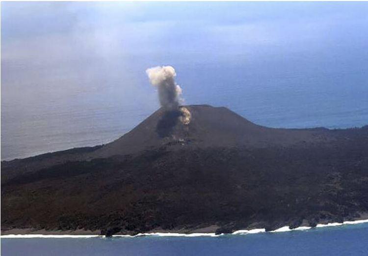日本小笠原群岛西之岛发生小规模火山喷发
