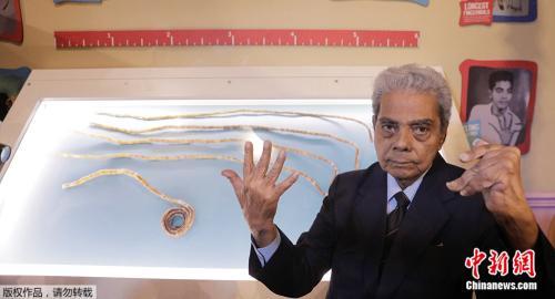 单手指甲最长的印度男人,留了66年后终于剪了