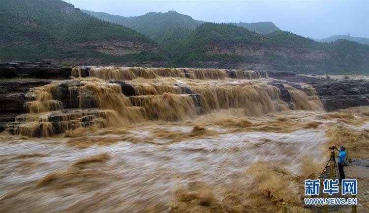 黄河壶口瀑布水量增多(组图)