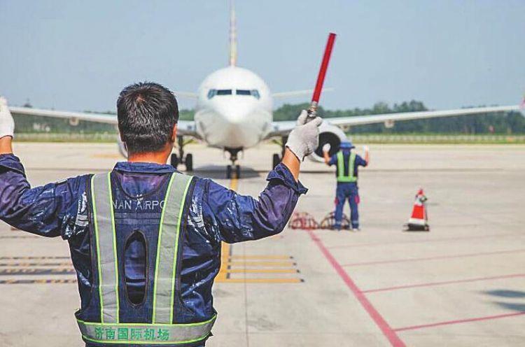 单日发送旅客超5万人次 济南机场今年暑运有点忙