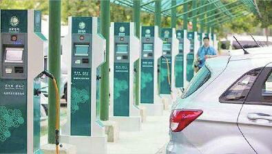 充电桩车位经常被占 场地停车费加重负担 新能源汽车充电难题待破解