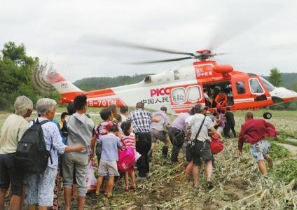 采砂船撞断遂宁黑水浩村大桥 350余人被困 直升机紧急救援
