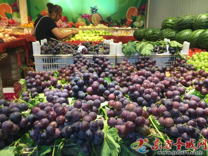 早熟葡萄全面上市 一个多月价格猛跌