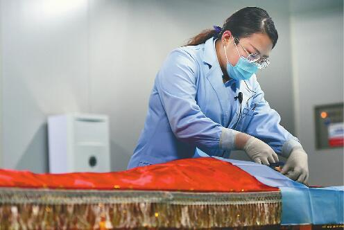 遗体整容师:让逝者体面离去的人 被感谢也承受着偏见