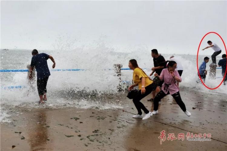 青岛海边上演惊险一幕!海边游玩要警惕这些危险