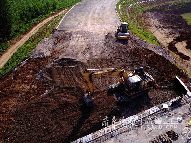 航拍济青高速拓宽,立交桥是建设难点