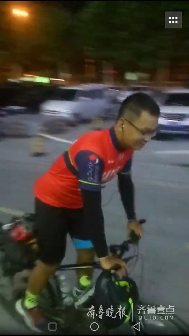 正能量!90后小伙骑行1200余公里来爬泰山