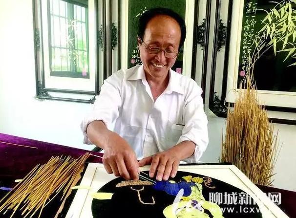 聊城这位老艺人用麦秸作画,一组翠竹图售价5000多元