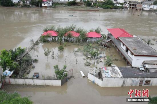 北京发布暴雨蓝色预警 大部分地区有雷阵雨天气