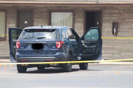 美国堪萨斯州发生枪战 三名警察受伤嫌犯被击毙