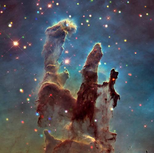 """宇宙的""""创造之柱"""":恒星孕育之地 景象壮观(图)"""
