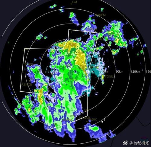 首都机场出现雷雨天气 全天取消航班142架次