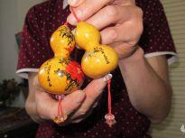 日照43岁民间艺术家痴迷葫芦创作 一次能卖3000元