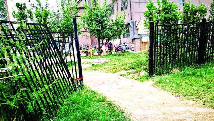 聊城一小区栅栏屡遭损坏 这是为哪般?