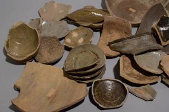 """徐安振的""""旧州""""收藏情结 40余年收藏万余古瓷片陶片"""