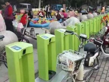 公共自行车站点屡遭挤占 市民遭遇还车难