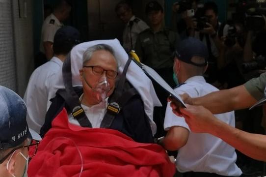 前港首曾荫权听完判决结果 突感不适被救护车送医