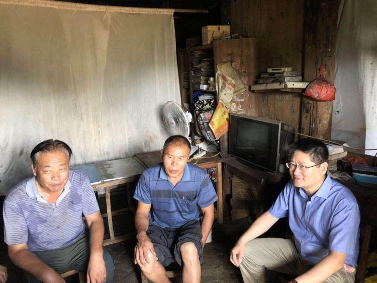 济南市东西部扶贫协作产业联盟成员慰问湘西贫困户