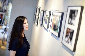青岛90后美女爱花道 辞职创业花近百万打造艺术空间