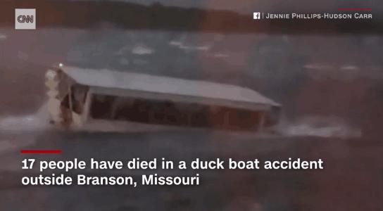美国游船倾覆17人死亡,幸存乘客:船长曾说不用穿救生衣