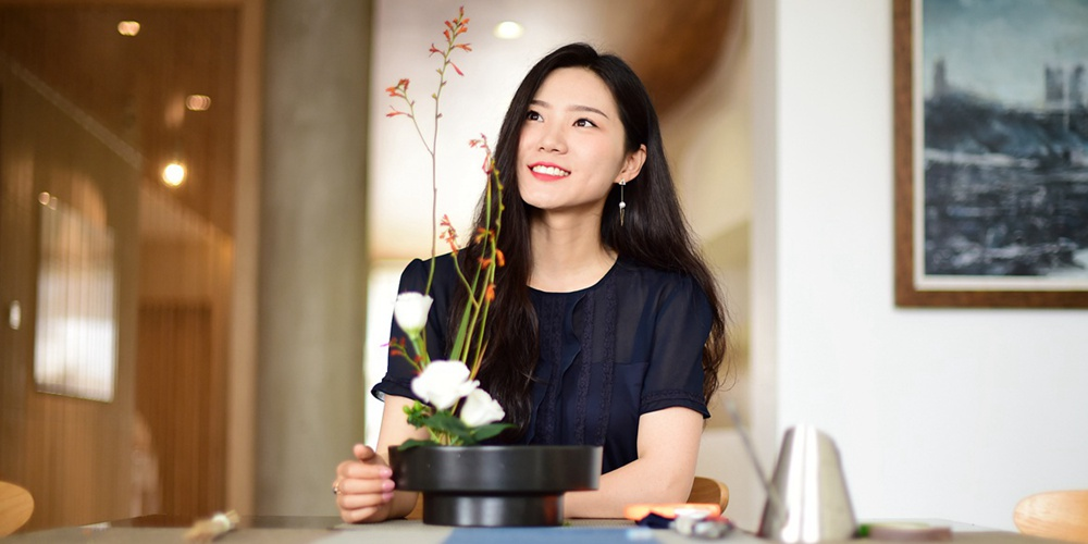 青岛90后美女爱花道 辞职创业打造艺术空间