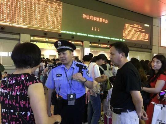 """迎战台风""""安比"""":上海铁警全员待命应对台风天气"""