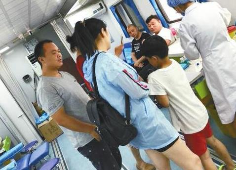 聊城特重烧伤双胞胎牵动市民心 148人献血48350毫升