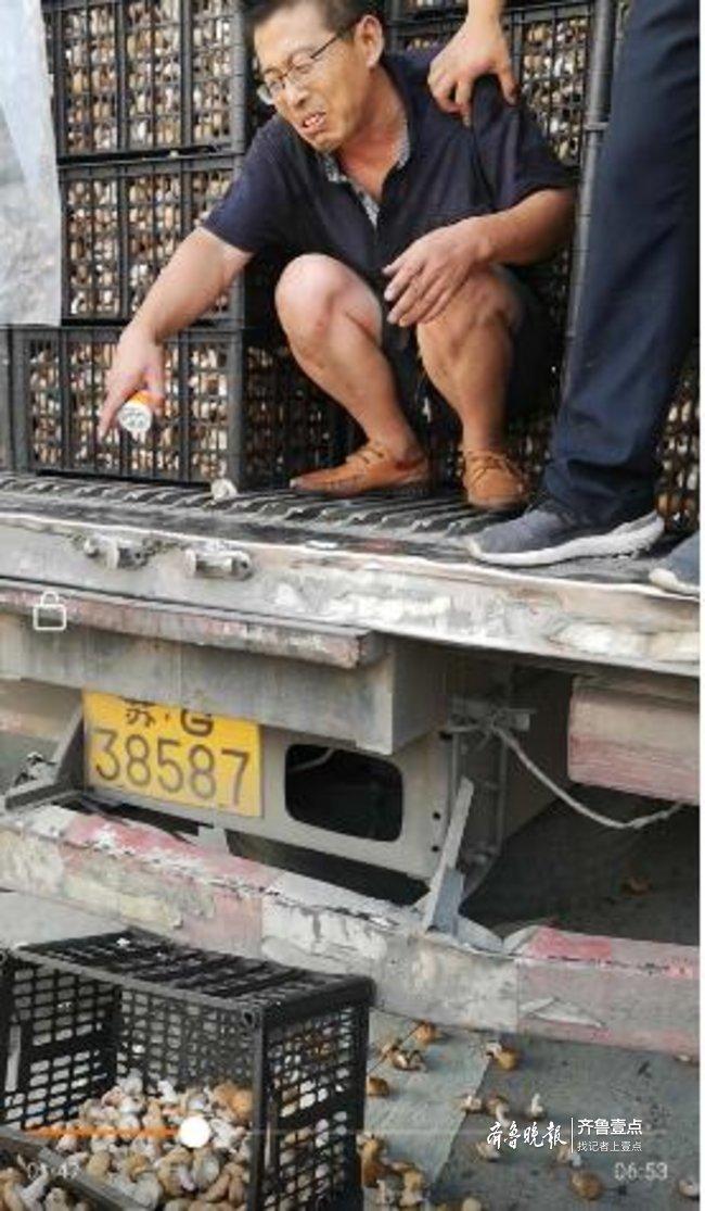 护货物司机被卡狭窄空间缺氧昏迷 幸遇民警救援