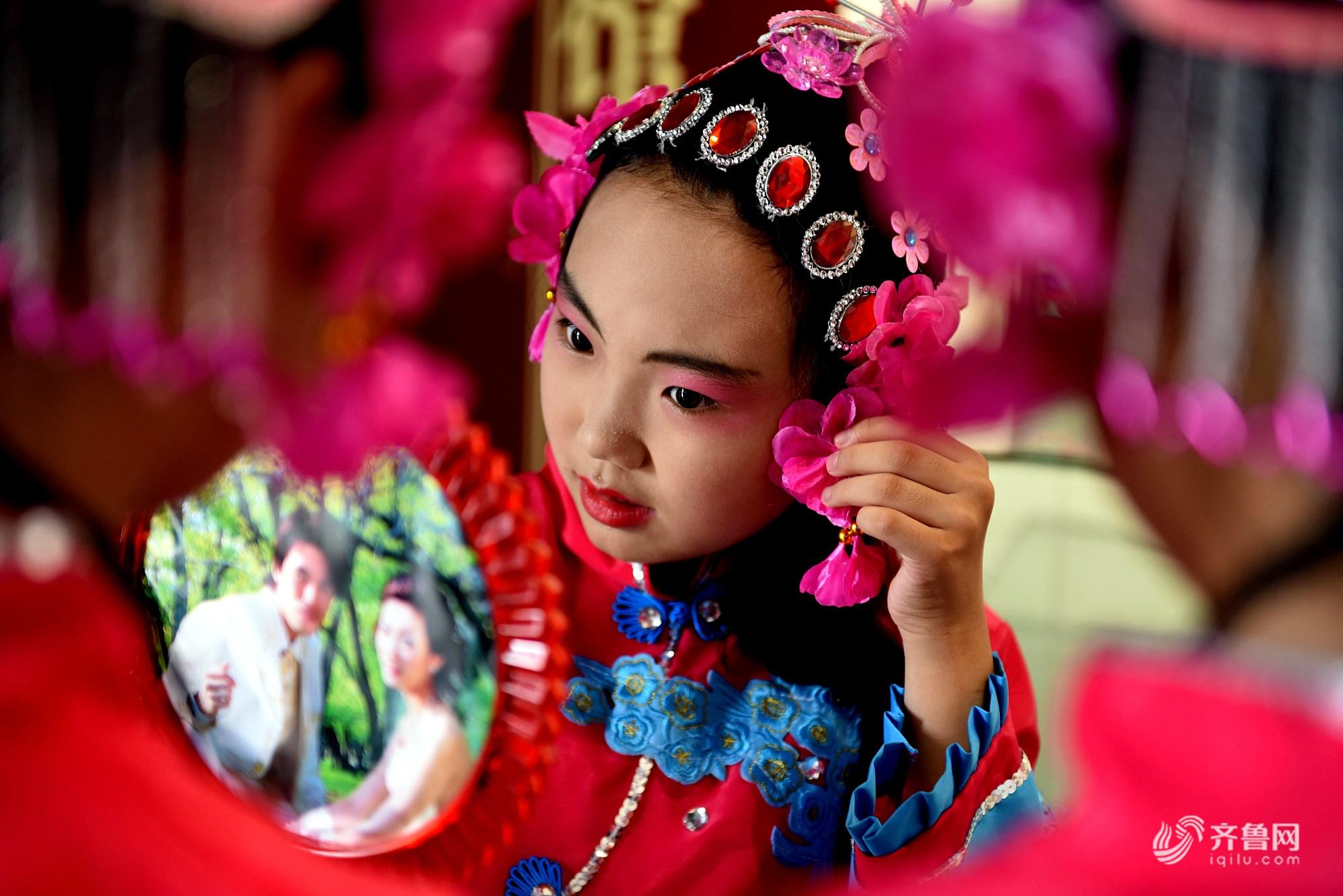 山东临沂:小朋友们学习演唱非遗柳琴戏
