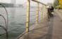 淄博玉龙河岸边亲水平台护栏损坏严重 市民盼早修复
