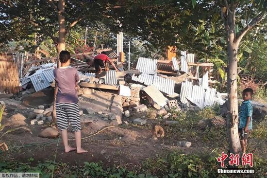 印尼旅游胜地地震 500多徒步旅行者和向导被困火山