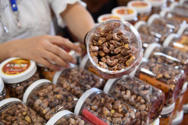 越南成中国在东盟最大贸易伙伴 外媒:月贸易额超100亿美元
