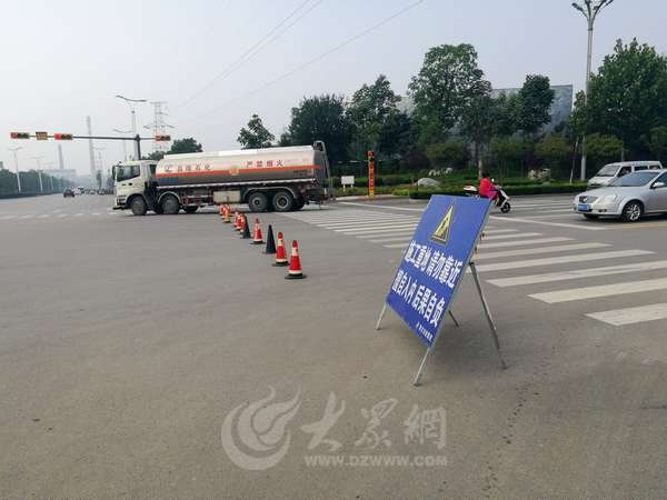 青檀路与汇泉路路口施工 周边道路封闭