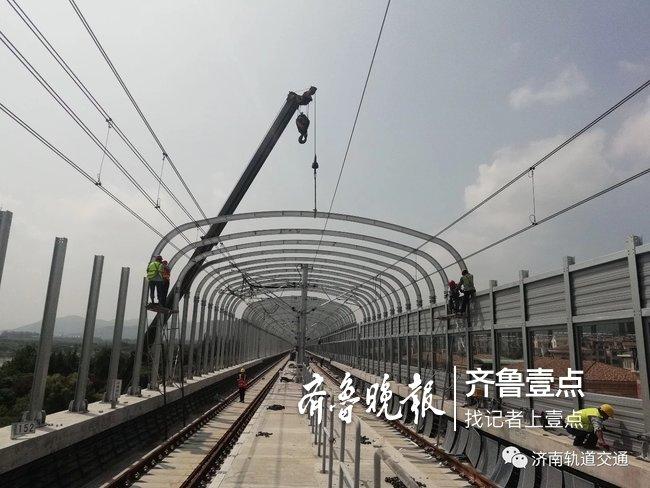 """济南R1线更新""""绿色装备"""",高架段声屏障启动安装模式"""