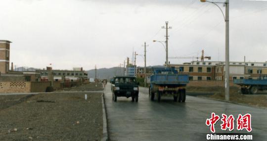 """新疆阿拉山口的嬗变:""""交通末端""""变""""开放前沿"""""""