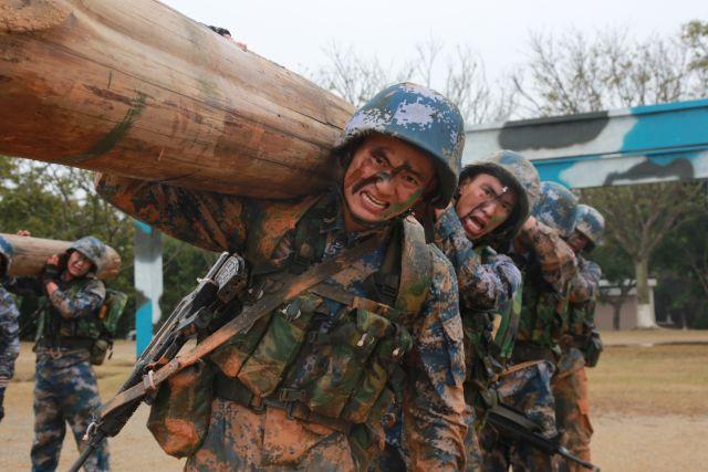 你的节日 我的敬意 致敬 最可爱的人! 致敬 中国人民解放军!