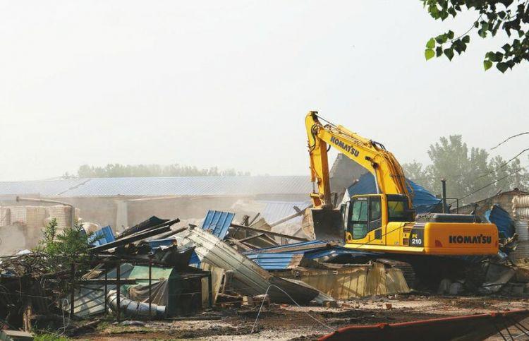 济南市最大单体违建群将变身郊野公园 金鸡岭片区今日再拆违200平方米
