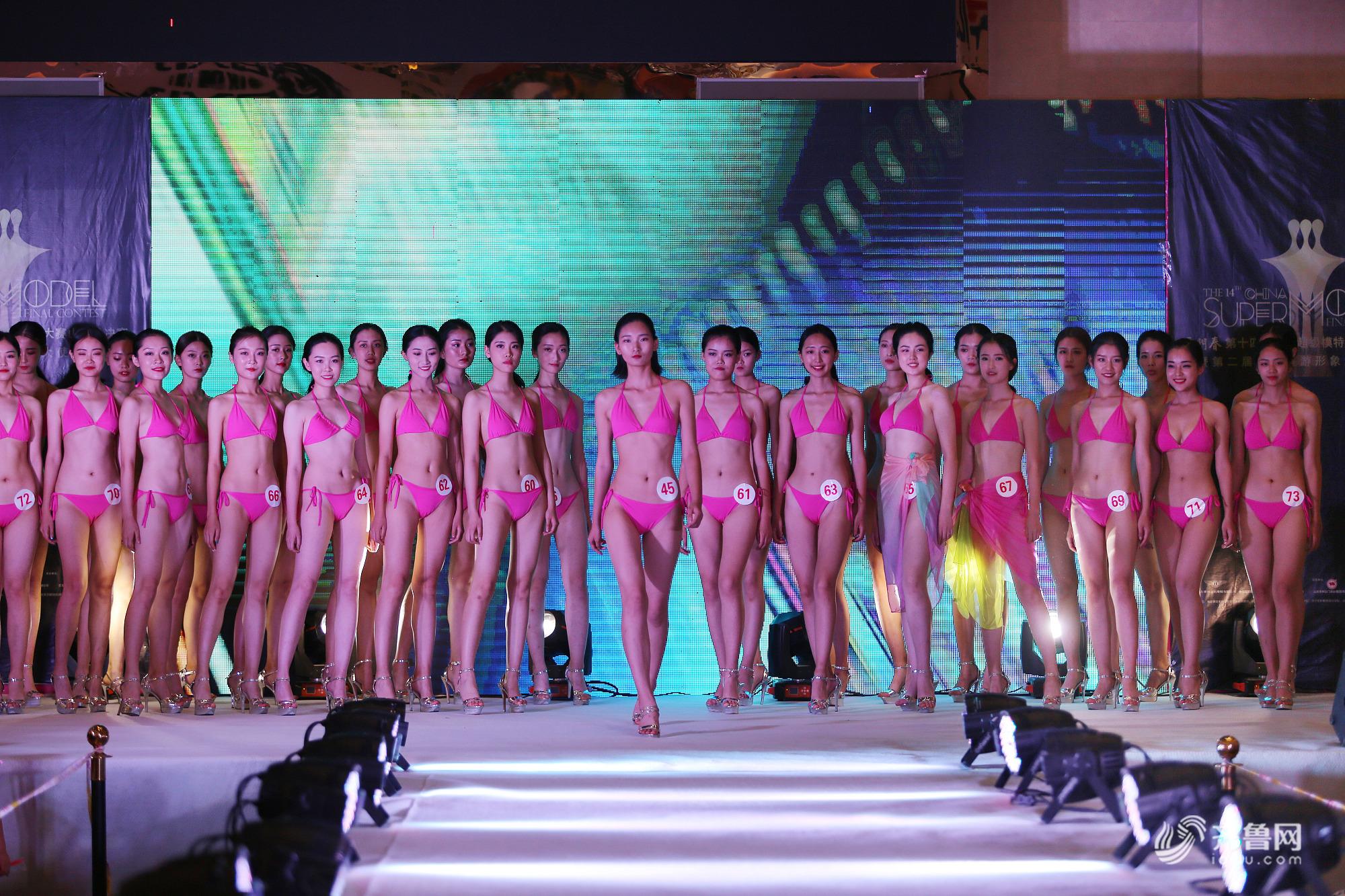 山东潍坊:艺考生以赛代练 自信秀泳装